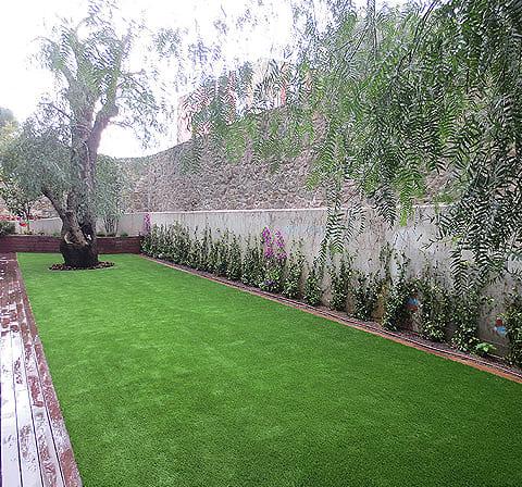 Colocaci n e instalaci n de c sped artificial en jardines - Colocacion cesped artificial ...