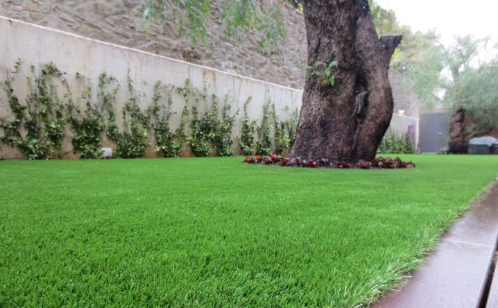 Colocaci n e instalaci n de c sped artificial en jardines - Cesped artificial barcelona ...