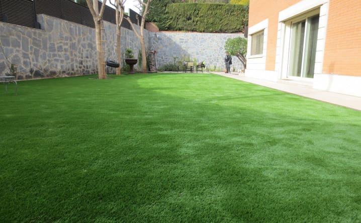 Proyectos con c sped artificial jardiner a l espigol en - Cesped artificial barcelona ...