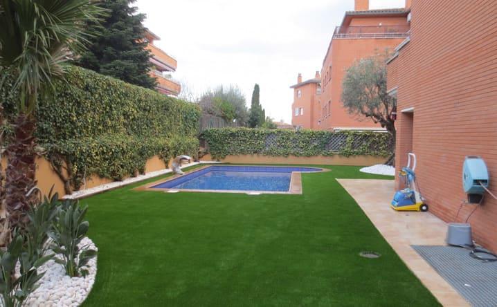 Colocaci n de c sped artificial en cerdanyola jardinero - Colocacion cesped artificial ...