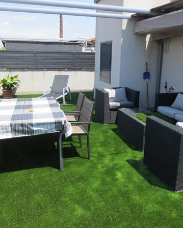 terraza con csped artificial colocacin de paneles de csped - Cesped Artificial Terraza