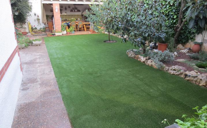 Reforma de terraza con cesped artificial jardinero l 39 espigol - Cesped artificial terraza ...
