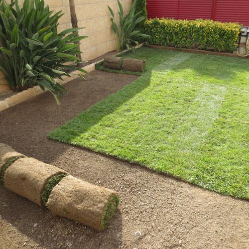 Instalaci n de paneles de c sped jardiner a l espigol en for Jardineria barcelona