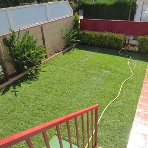 Instalaci n de paneles de c sped jardiner a l espigol en for Jardineria sabadell