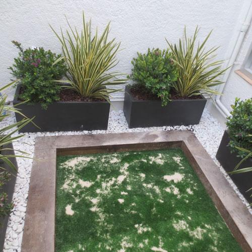 Jardineras interiores con c sped artificial jardiner a l - Jardineras de interior ...