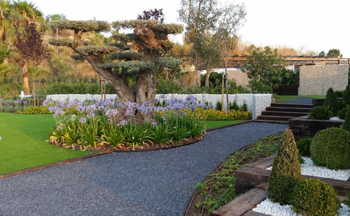 Decoraci n de jardines plantaci n de rboles arbustos y for Decoracion de arboles de jardin