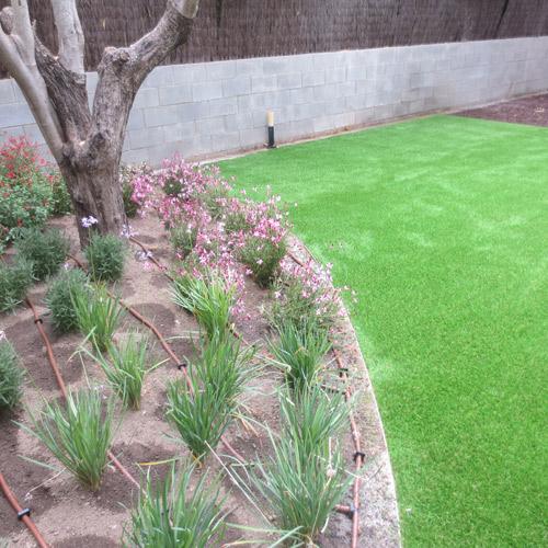 Colocaci n y supervisi n de riego en un jard n jardinero for Instalacion riego jardin